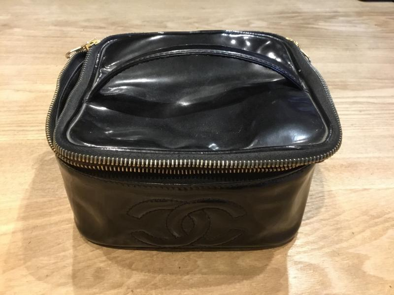 CHANEL Cosmetic bag $280.00