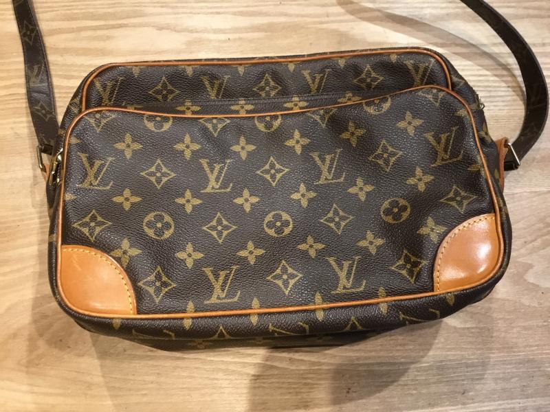 Louis Vuitton Nil $320.00