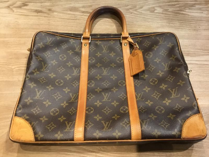 Louis Vuitton Porte Documents Voyage $280.00