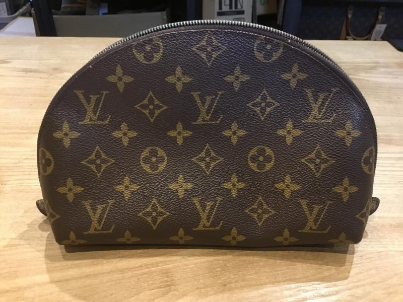 Louis Vuitton Trousse Demi Ronde $140.00