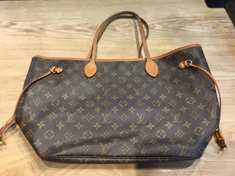 Louis Vuitton Neverfull MM $640.00