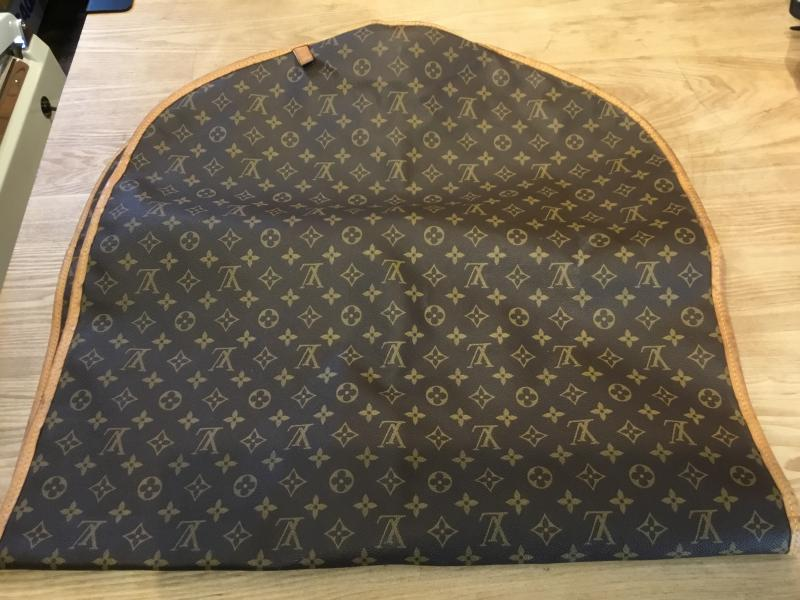 Louis Vuitton Housse Porte Habits $440.00