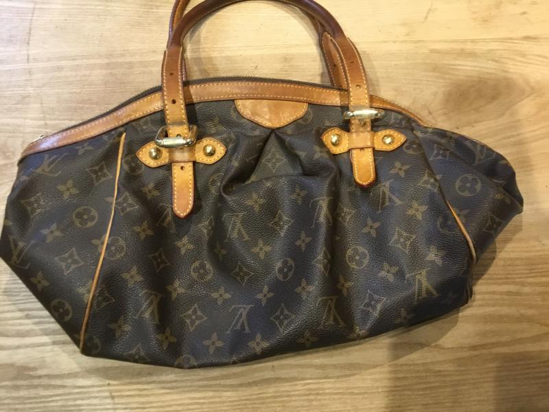 Louis Vuitton Tivoli GM $460.00