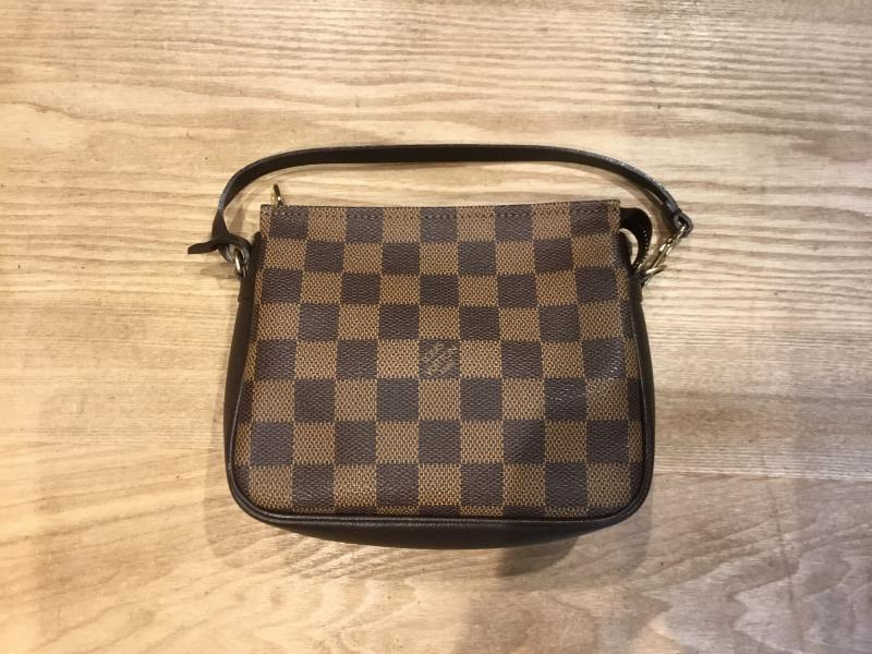 Louis Vuitton Trousse Makeup $360.00