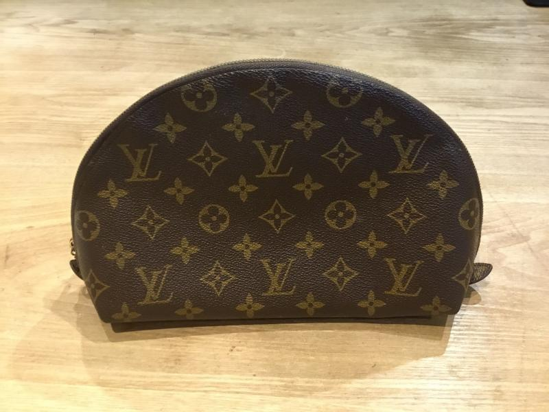 Louis Vuitton Trousse Demi Ronde $130.00