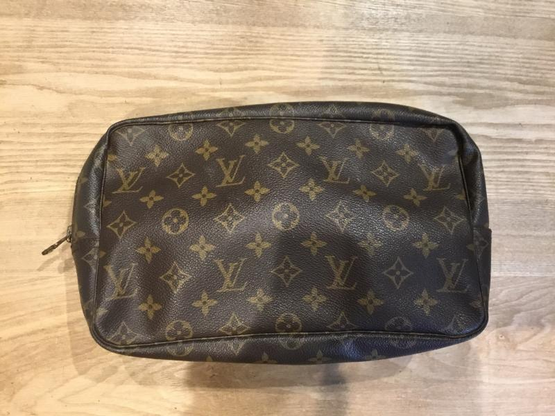 Louis Vuitton Trousse Toilette 28 $220.00