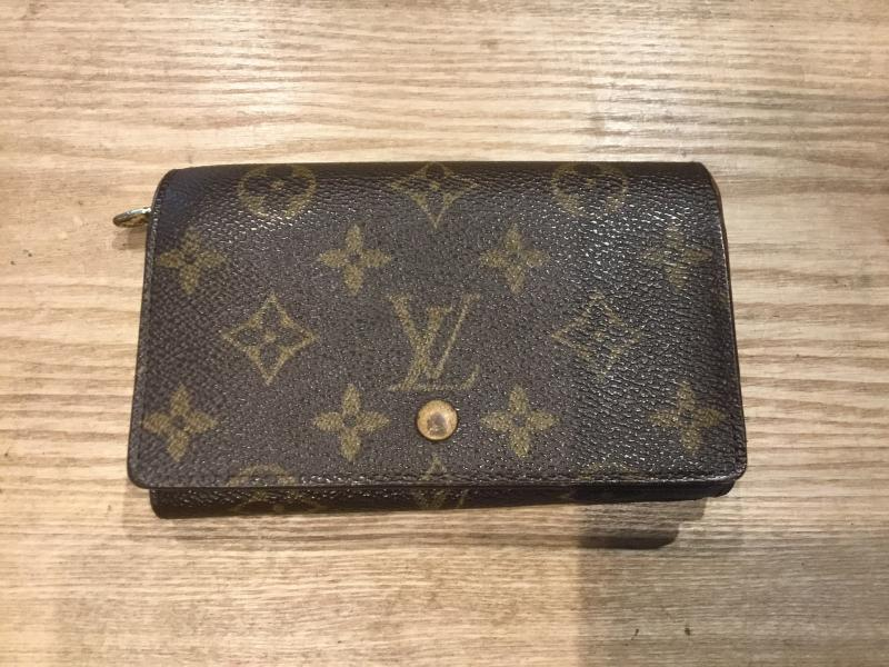 Louis Vuitton Porte-monnaie Zippe $160.00