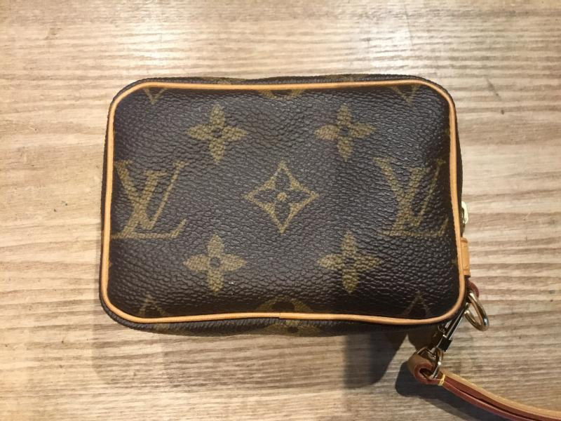 Louis Vuitton Trousse Wapiti $400.00
